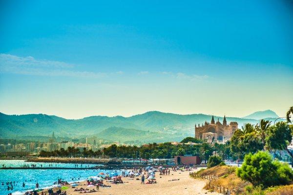 depositphotos_91893682-stock-photo-view-of-the-beach-of.jpg